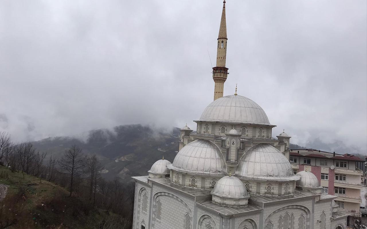 Ordu'da fırtına caminin minaresini beşik gibi salladı!