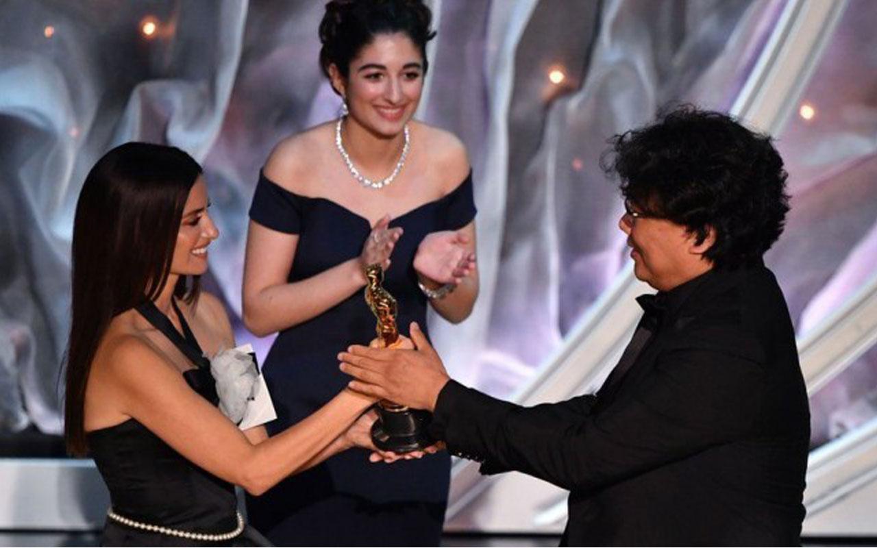 Oscar tarihinde bir ilk yaşandı ingilizce olmayan Parazit filmi en iyi yapım seçildi