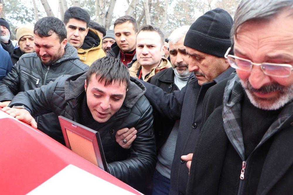 Türkiye İdlib şehitlerini uğurladı! Kahraman 5 askerimize memleketlerinde gözü yaşlı veda