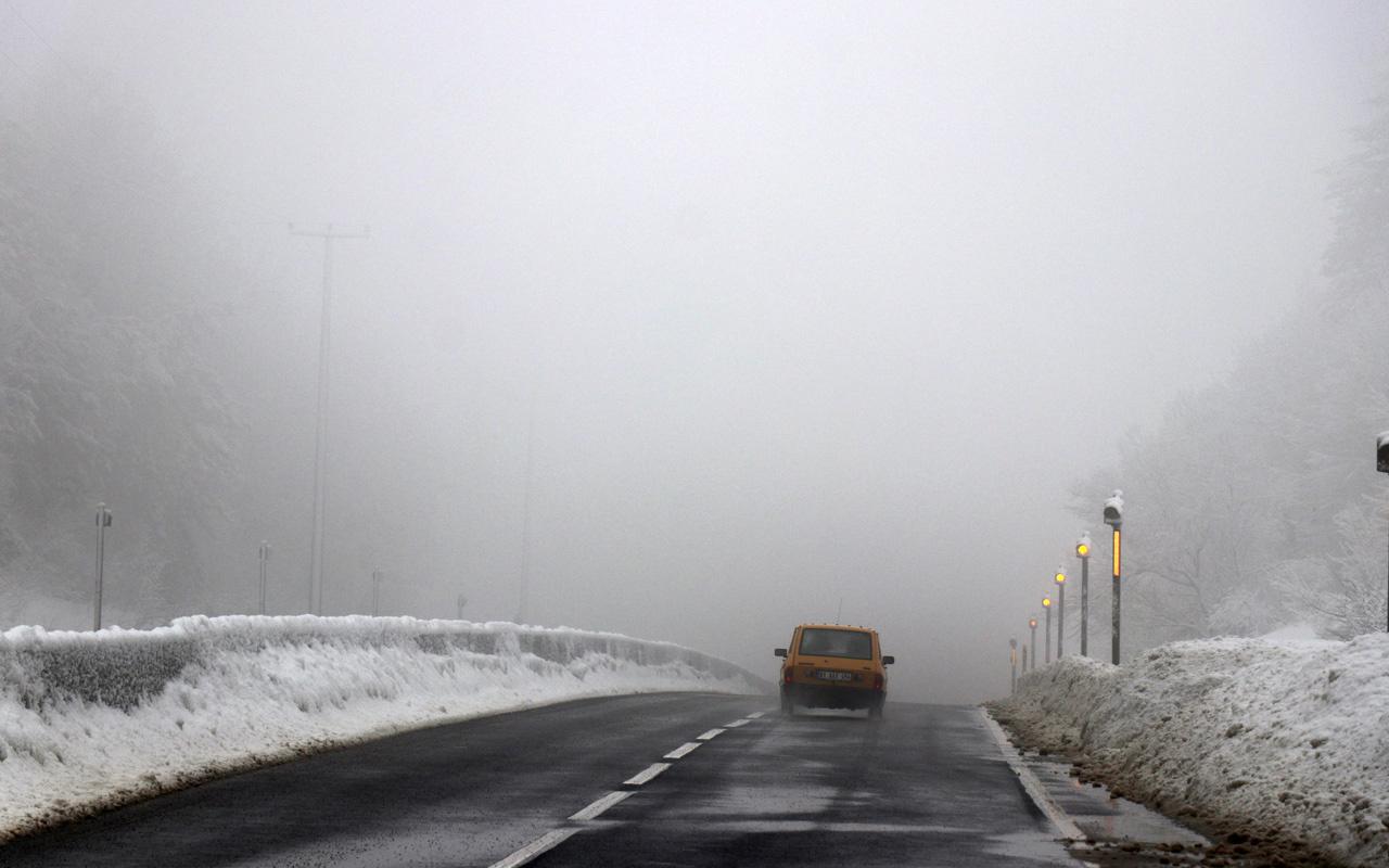 Bolu Dağı'nda hafif kar ve sis
