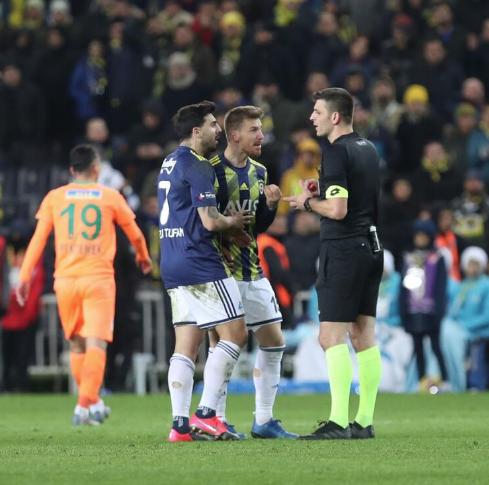 Fenerbahçe - Alanyaspor maçındaki penaltı için fatura iki isme kesildi