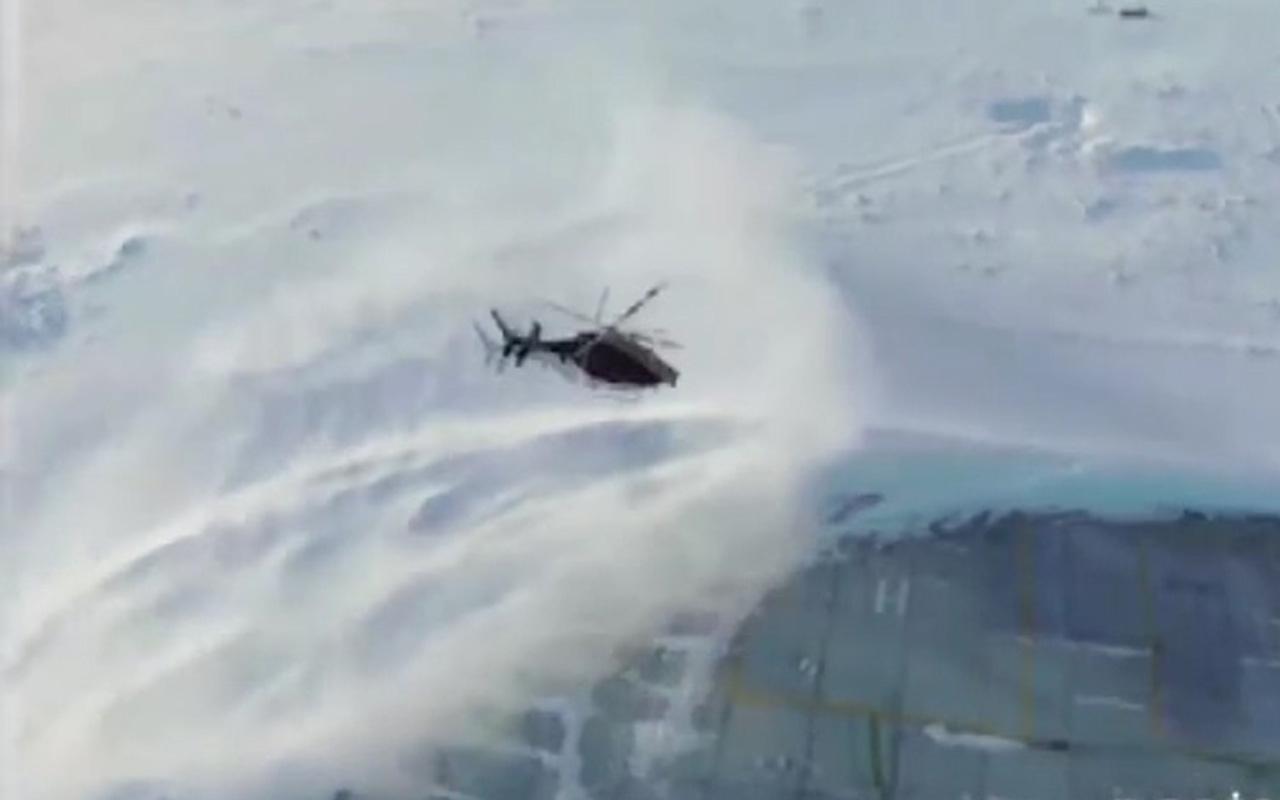Van Bahçesaray'da hasta kadın hastaneye polis helikopteriyle yetiştirildi