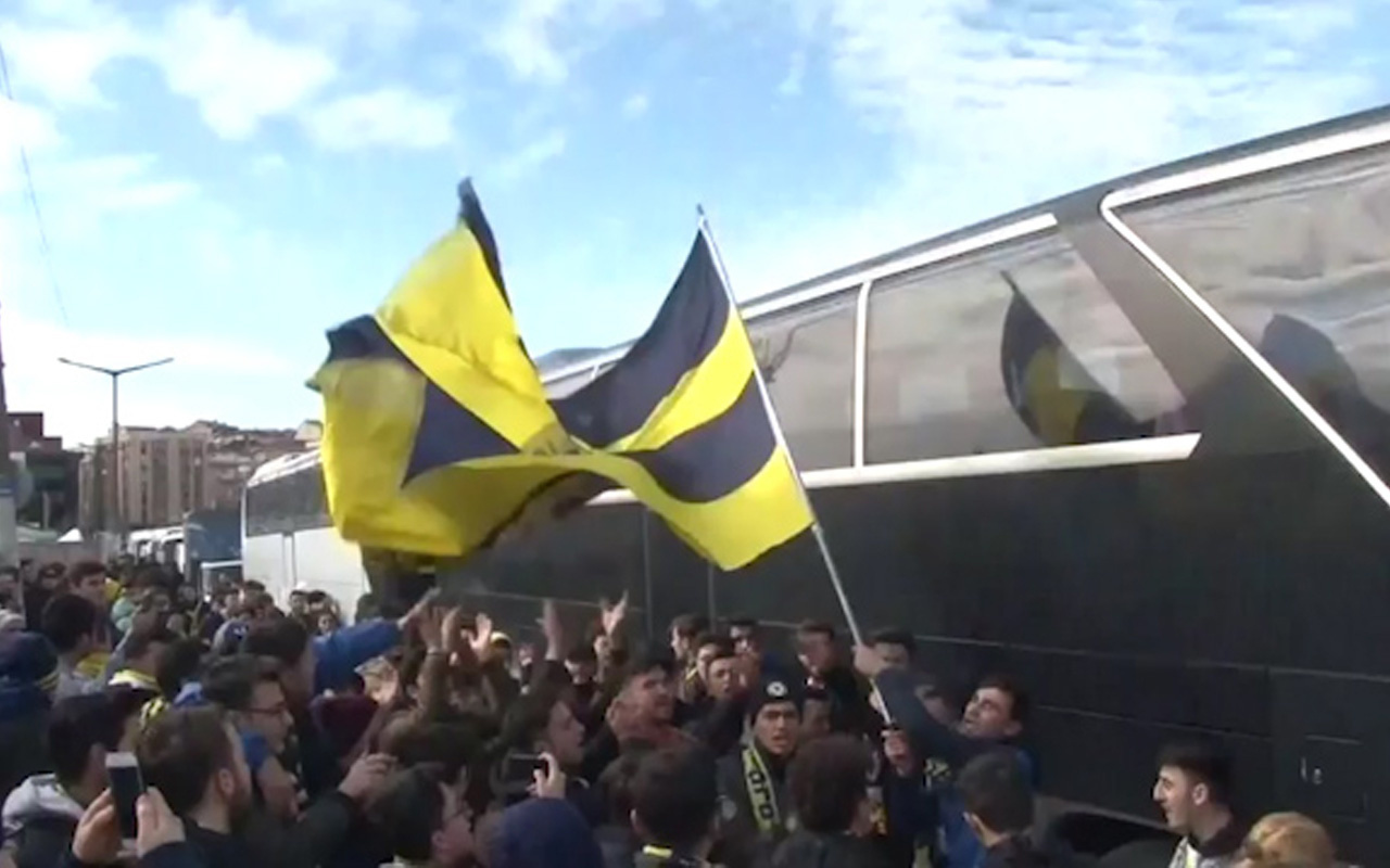 Fenerbahçe taraftarından TFF'yi istifaya davet etti