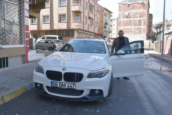 İstanbul'da lüks otomobilin direksiyonu ile gösterge panelini çaldılar