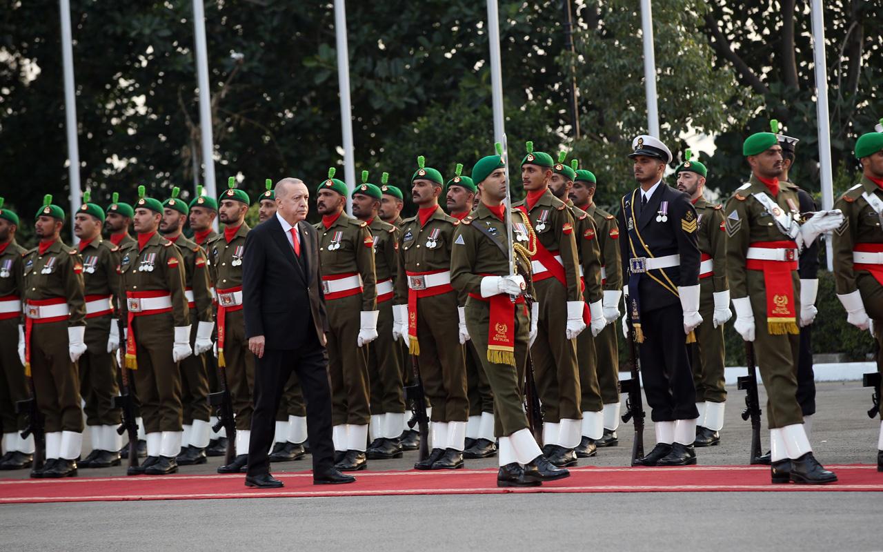 Erdoğan, Pakistan Başbakanı İmran Han tarafından resmi törenle karşılandı