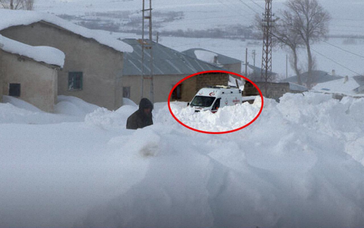 Van'da doğum sancıları tutan kadın 5 saatlik karla mücadele sonunda hastaneye ulaştırıldı