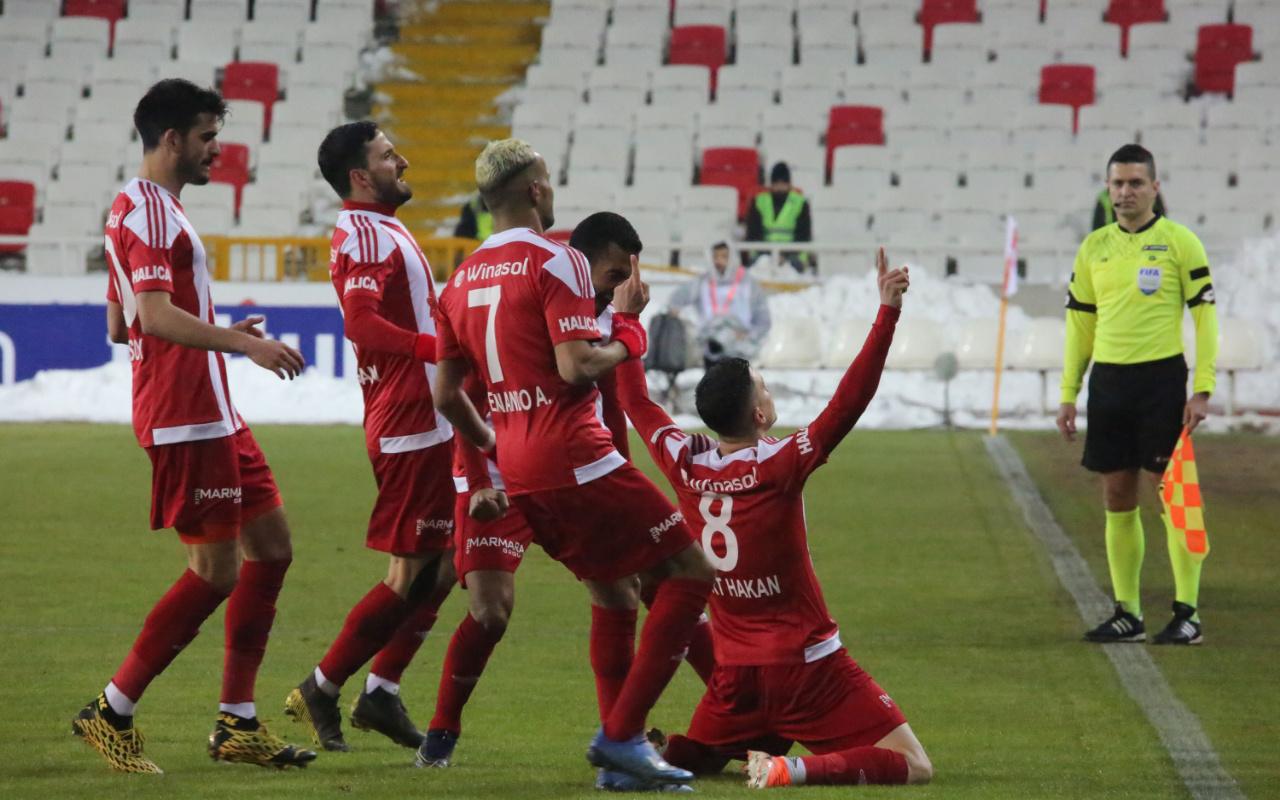 Mert Hakan Yandaş gol sevincinde Erol Bulut'a gönderme mi yaptı