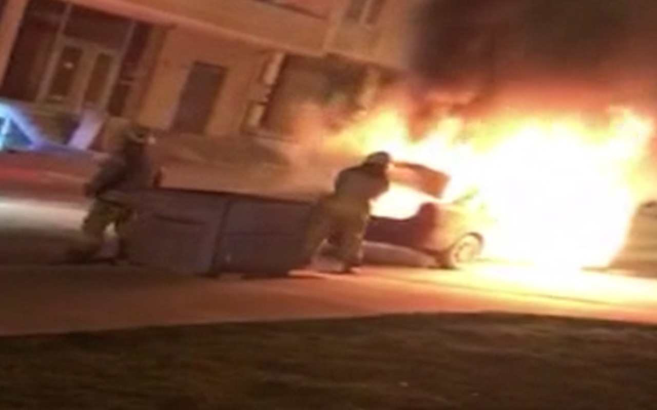 İstanbul'da seyir halindeki otomobil alev alev yandı