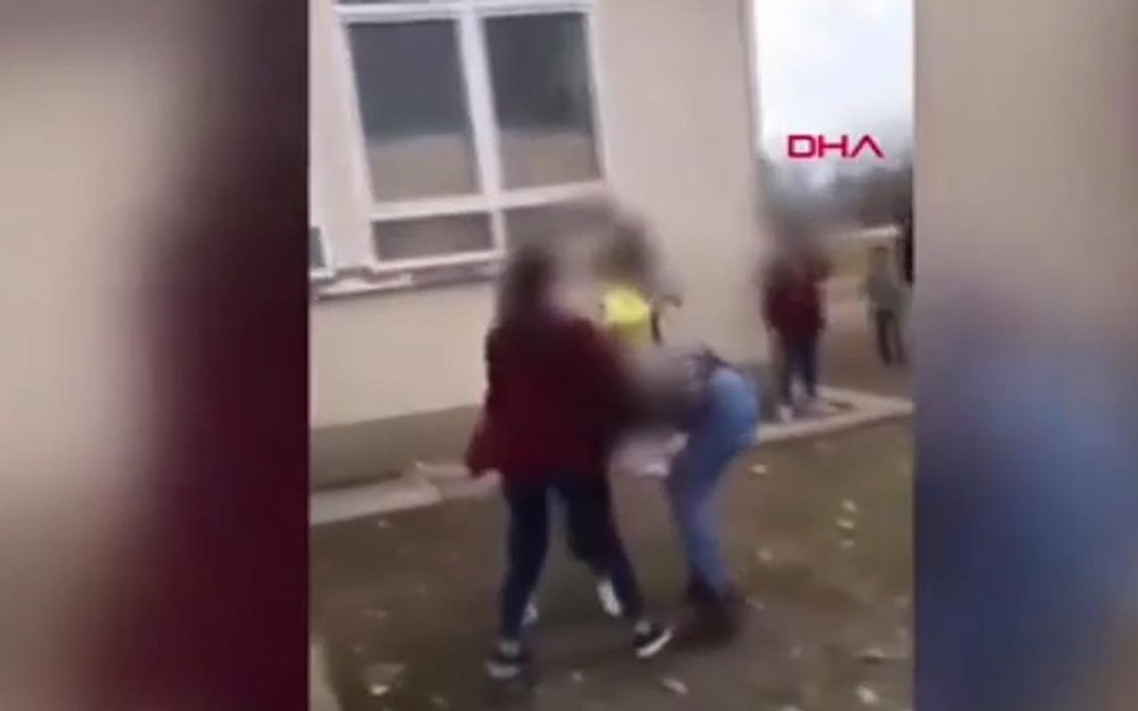 Genç kızlar birbirine girdi! Kavga anı cep telefonuyla kaydedildi