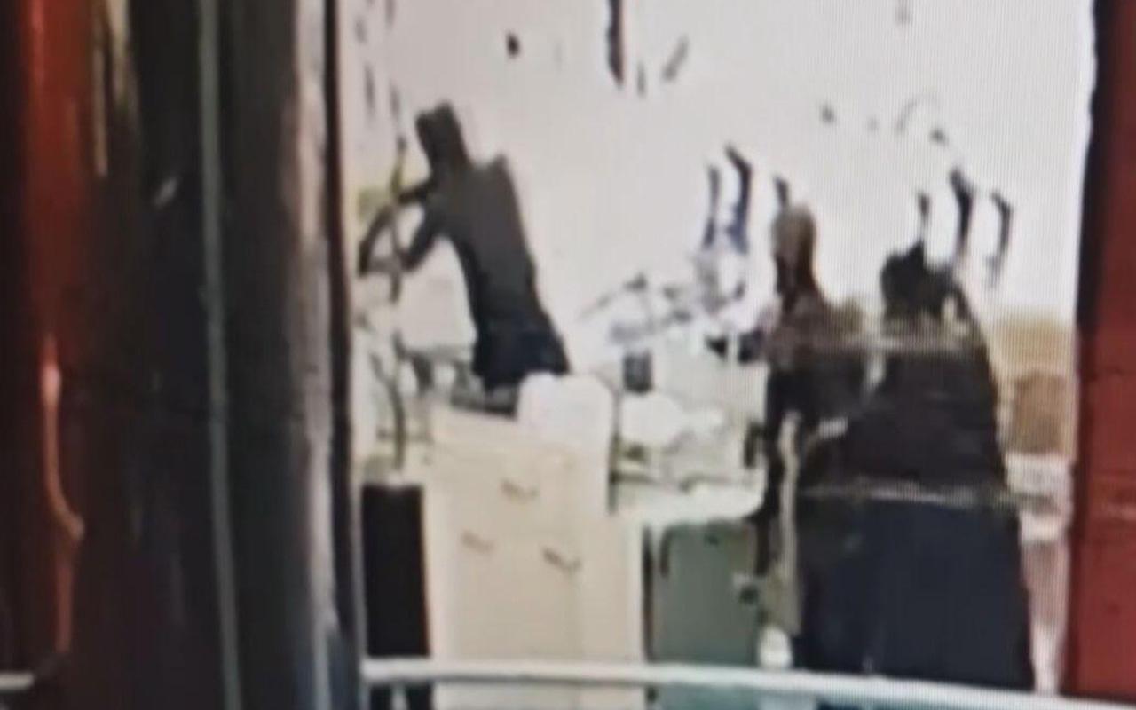 Konya'da pompalı tüfekle kuyumcu soygunu kamerada