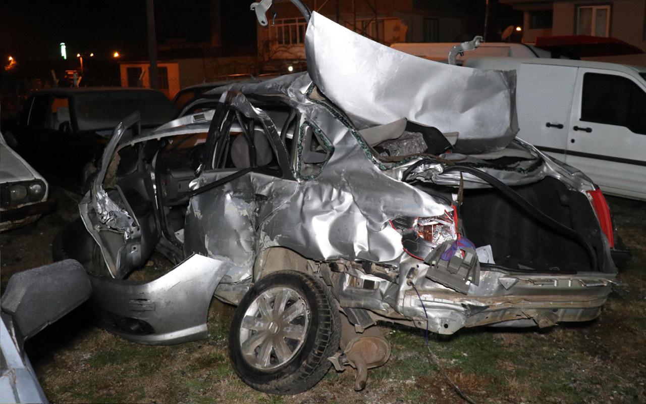 Denizli'de kavşakta yolcu otobüsü ile otomobil çarpıştı