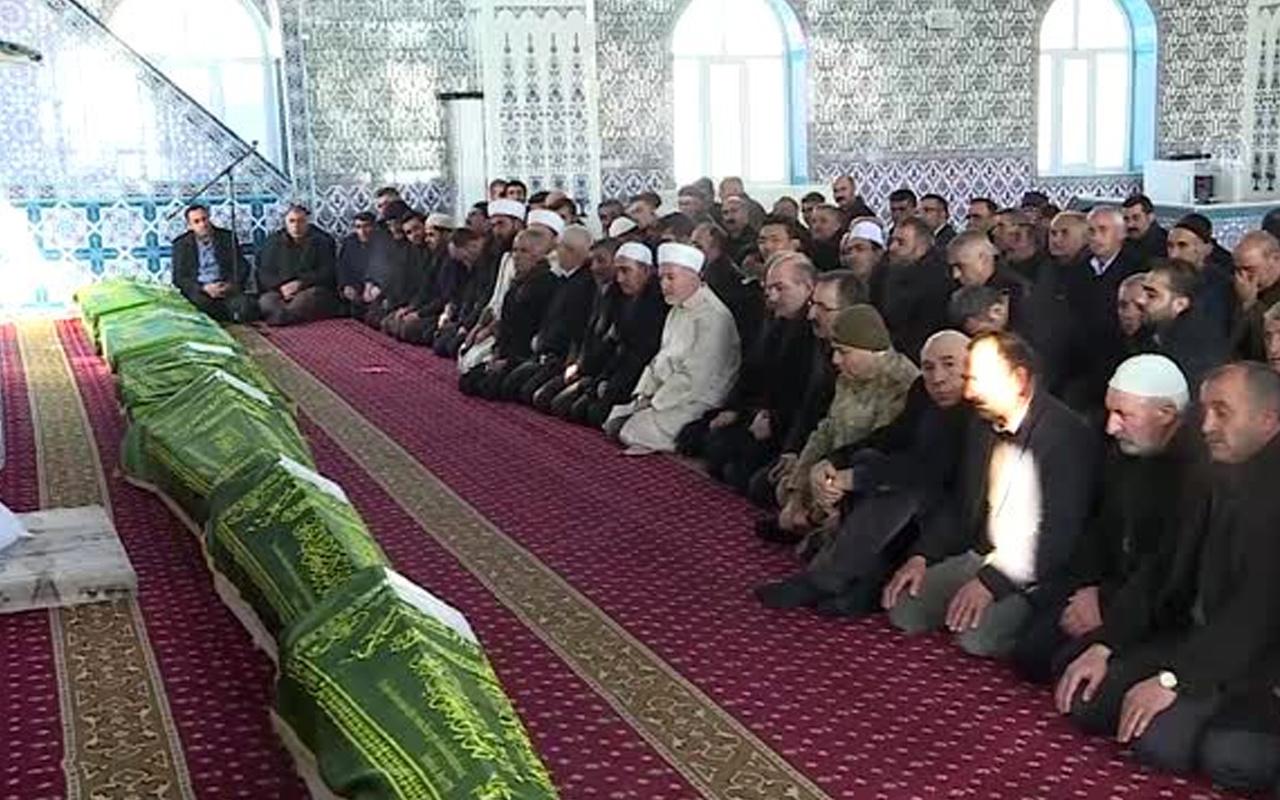 Bakan Soylu Van depreminde ölenlerin cenaze namazına katıldı