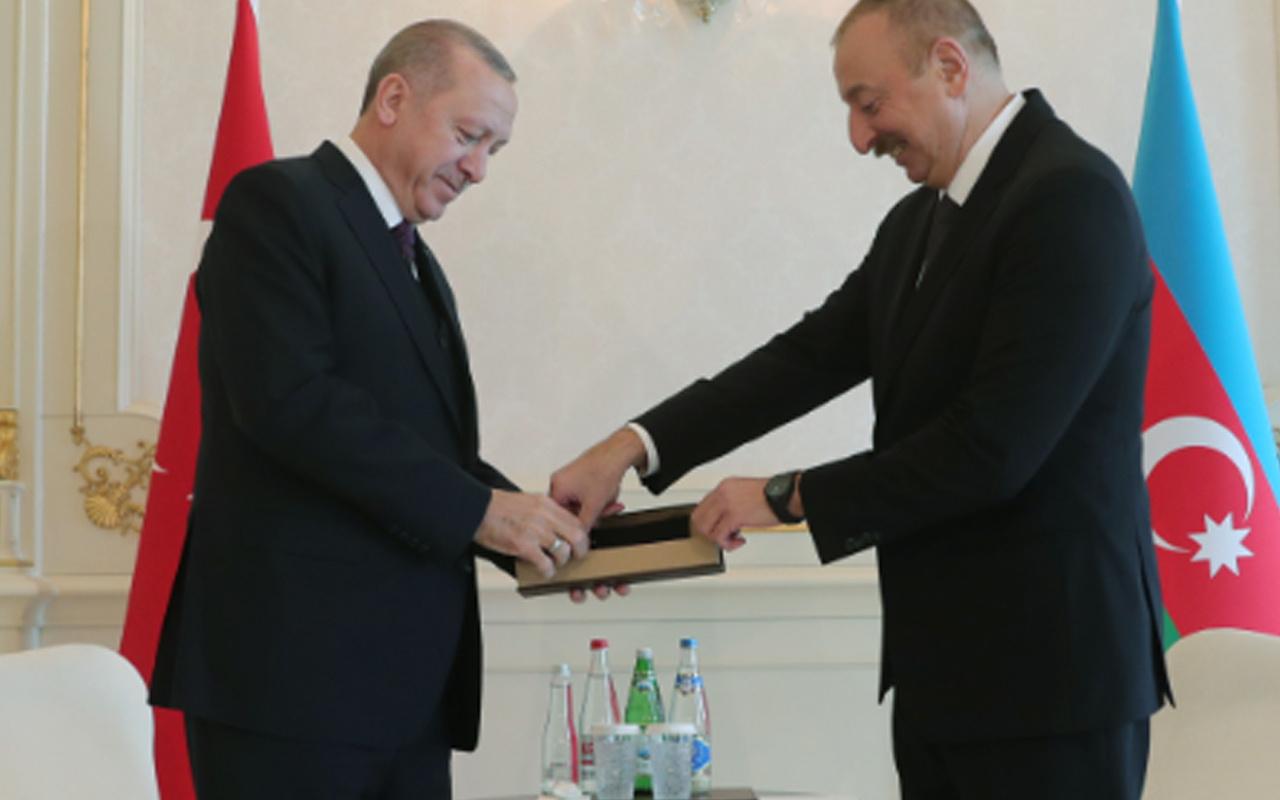 Erdoğan'a Bakü'de kardeş ülkeye yakışır karşılama! Aliyev'e hediyesi dikkat çekti