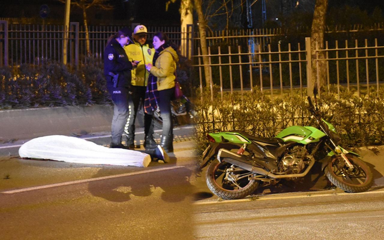 İzmir'de motosikletli genç yoldaki refüje çarparak hayatını kaybetti