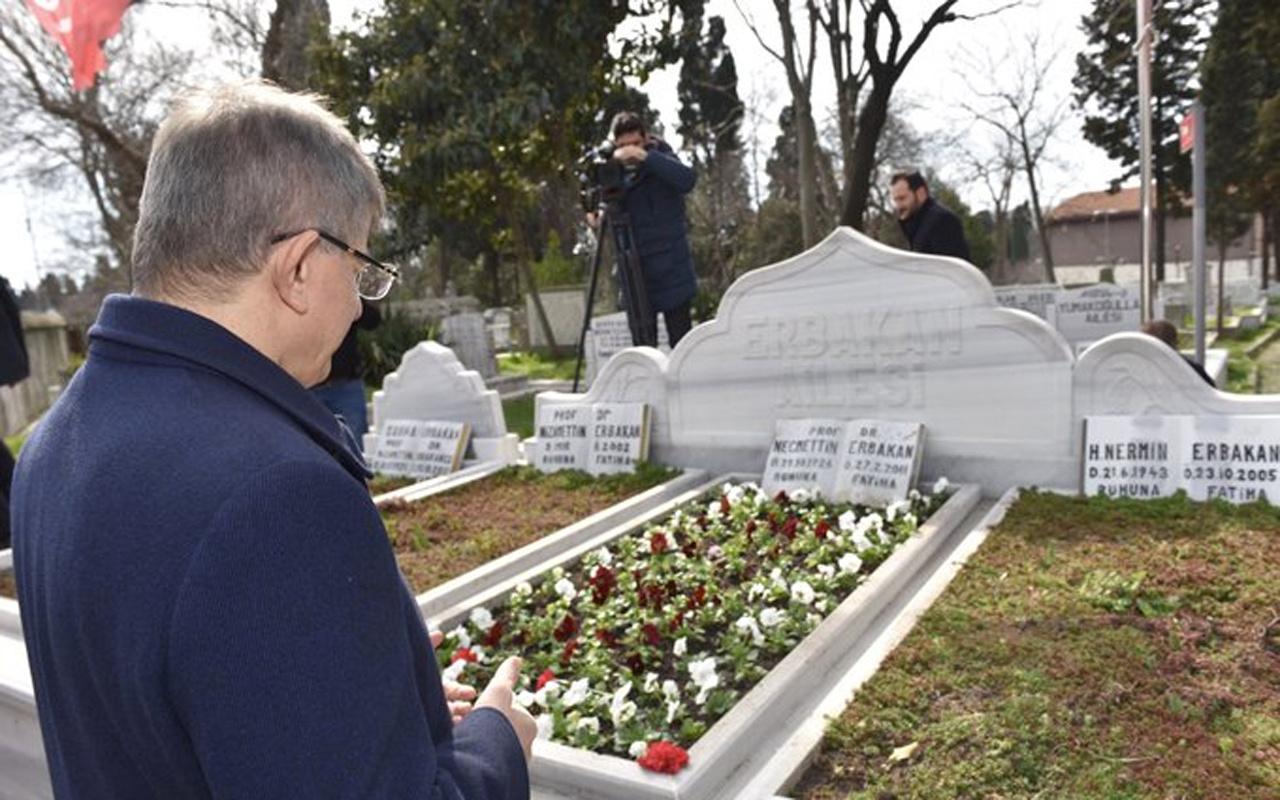 Ahmet Davutoğlu'ndan Erbakan'ın mezarı başında paylaşım
