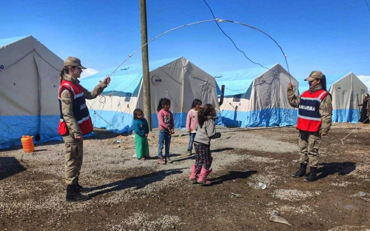 Bakan Soylu Van'daki depremzede çocukların keyifli anlarını paylaştı