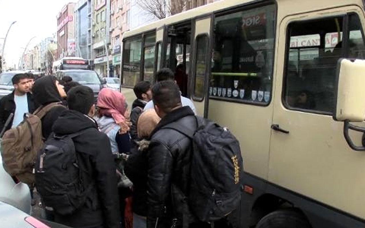 Kapılar sonuna kadar açıldı! Vatandaş minibüsü çekti Suriyelileri sınıra götürüyor