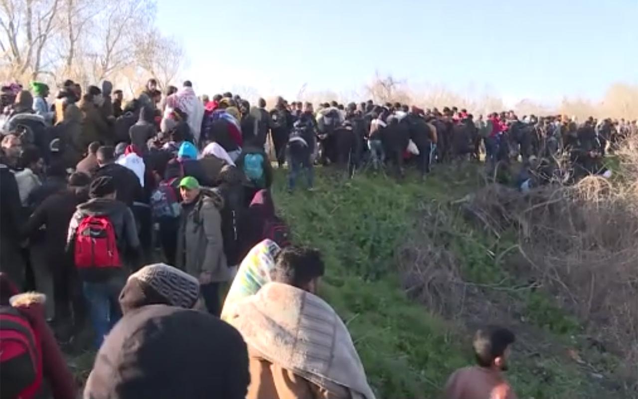 Yunan birlikleri göçmenlere ateş etti