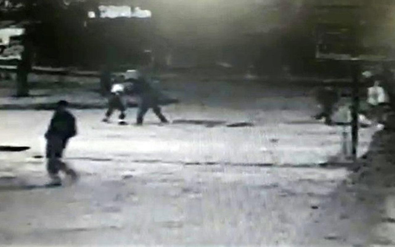 Elazığ'da dehşete düşüren olay! Bir kadını bıçakladı, diğer kadını tekmeledi