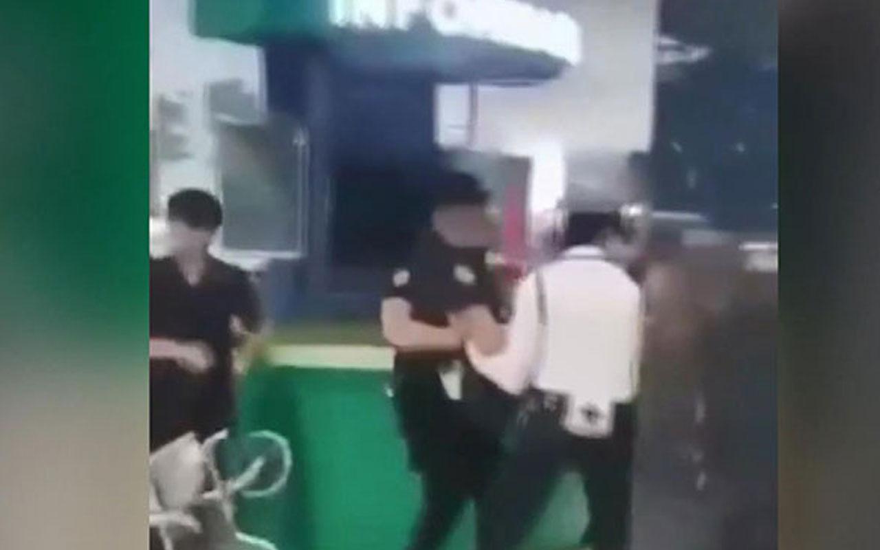 Filipinler'de silahlı kişi AVM'de 50 kişiyi rehin aldı
