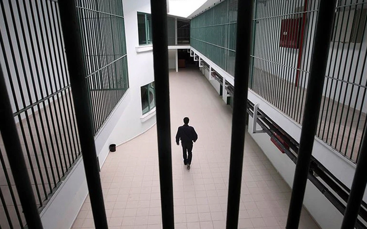 Adana'da inanılmaz olay! Mahkumlara uyuşturucu satan gardiyan tutuklandı