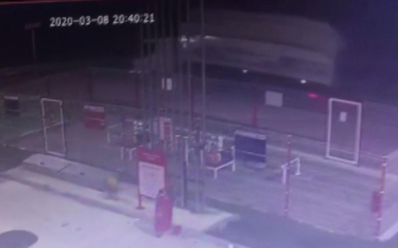 Bursa'da damperi açılan odun kamyonu dehşet saçtı
