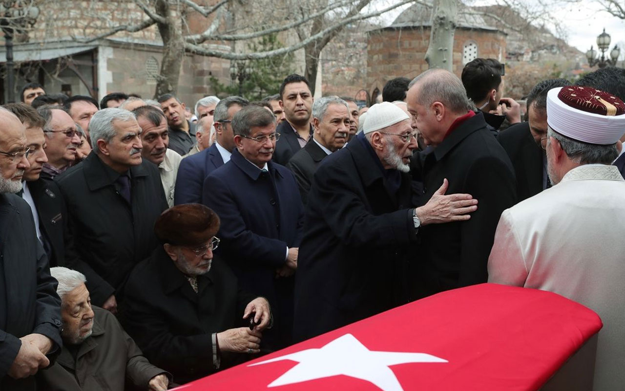 Cumhurbaşkanı Erdoğan, Şevket Kazan'ın cenazesinde Davutoğlu'nu görmezden geldi
