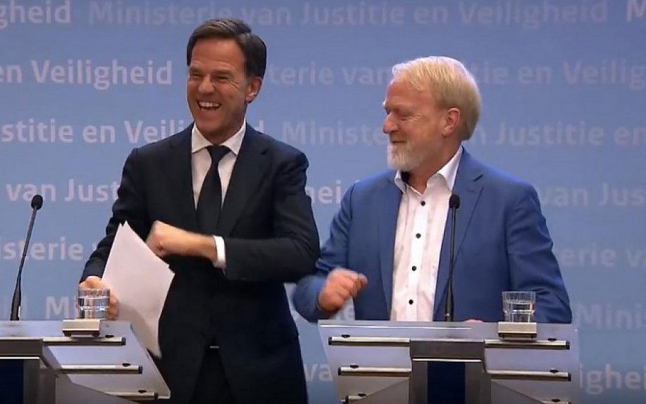 Hollanda Başbakanı 'tokalaşmayın' uyarısı yaptıktan sonra el sıkıştı