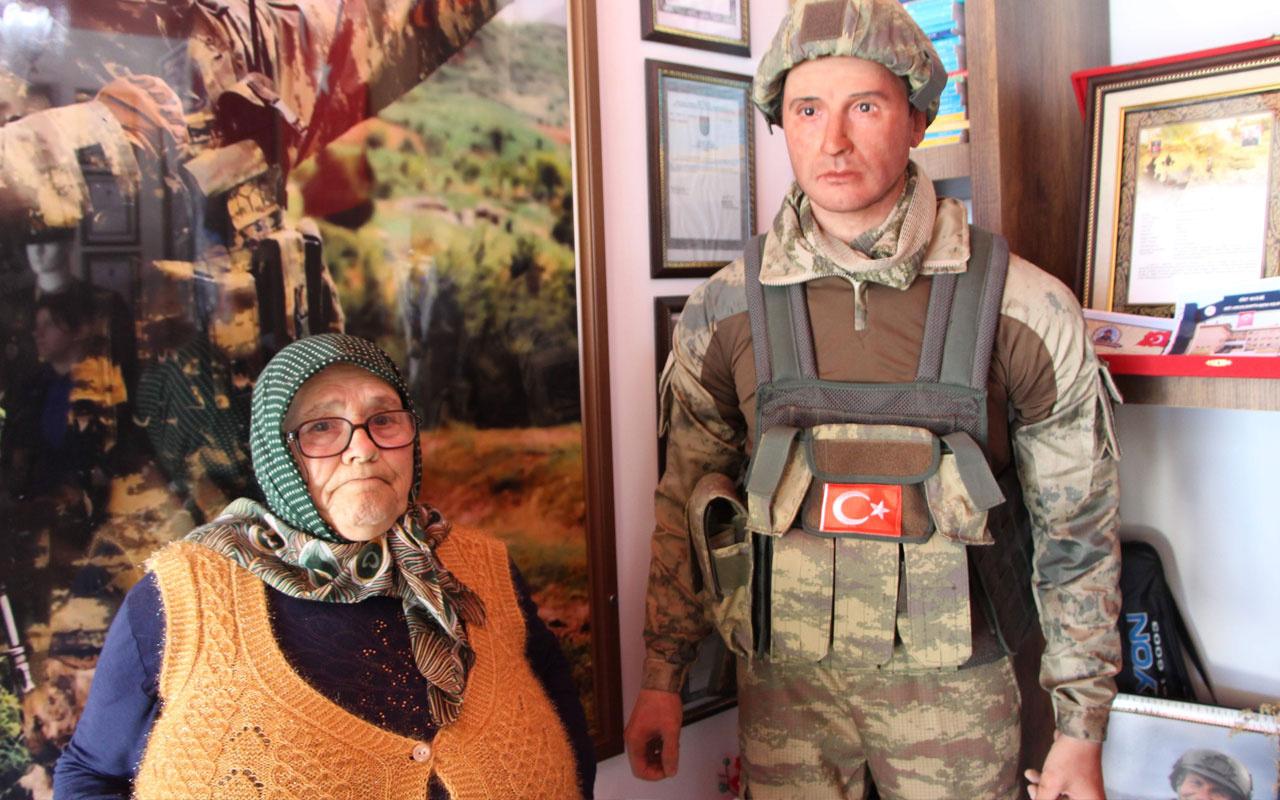 Trabzon'da şehit annesi evlat hasretini balmumu heykeliyle gideriyor!