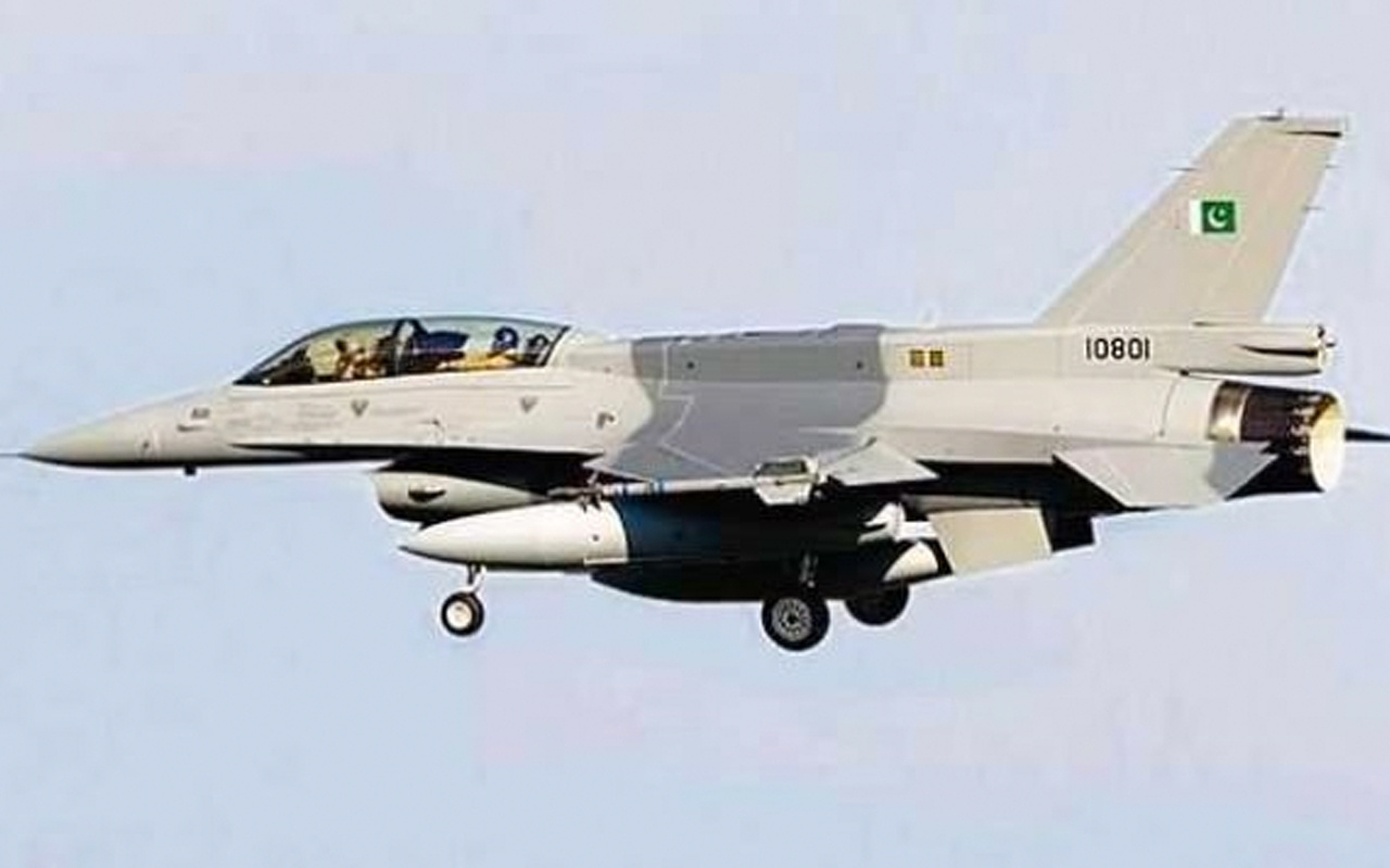 Pakistan'ın başkenti İslamabad'da savaş uçağı düstü