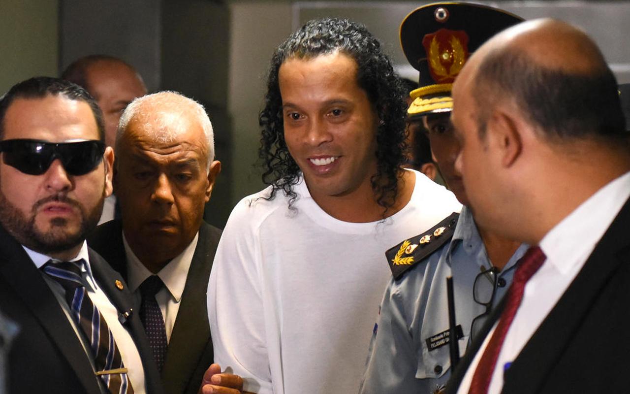 Ronaldinho serbest bırakıldı! Evrakta sahtecilikten tutuklanmıştı