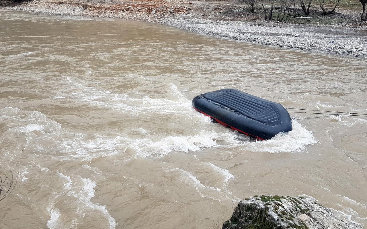 Tunceli'de JAK timinin botu devrildi! 1 asker kayıp