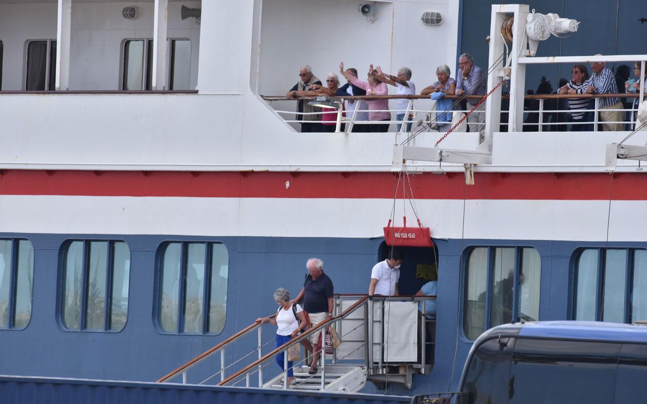 Korona virüsünün ortaya çıktığı gemi Küba'ya demir attı