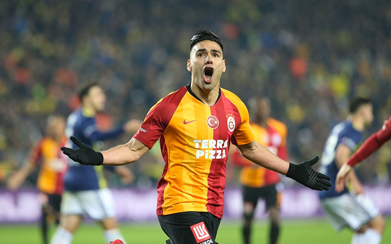 Falcao'dan gol sevincinde sosyal mesafeye eleştiri