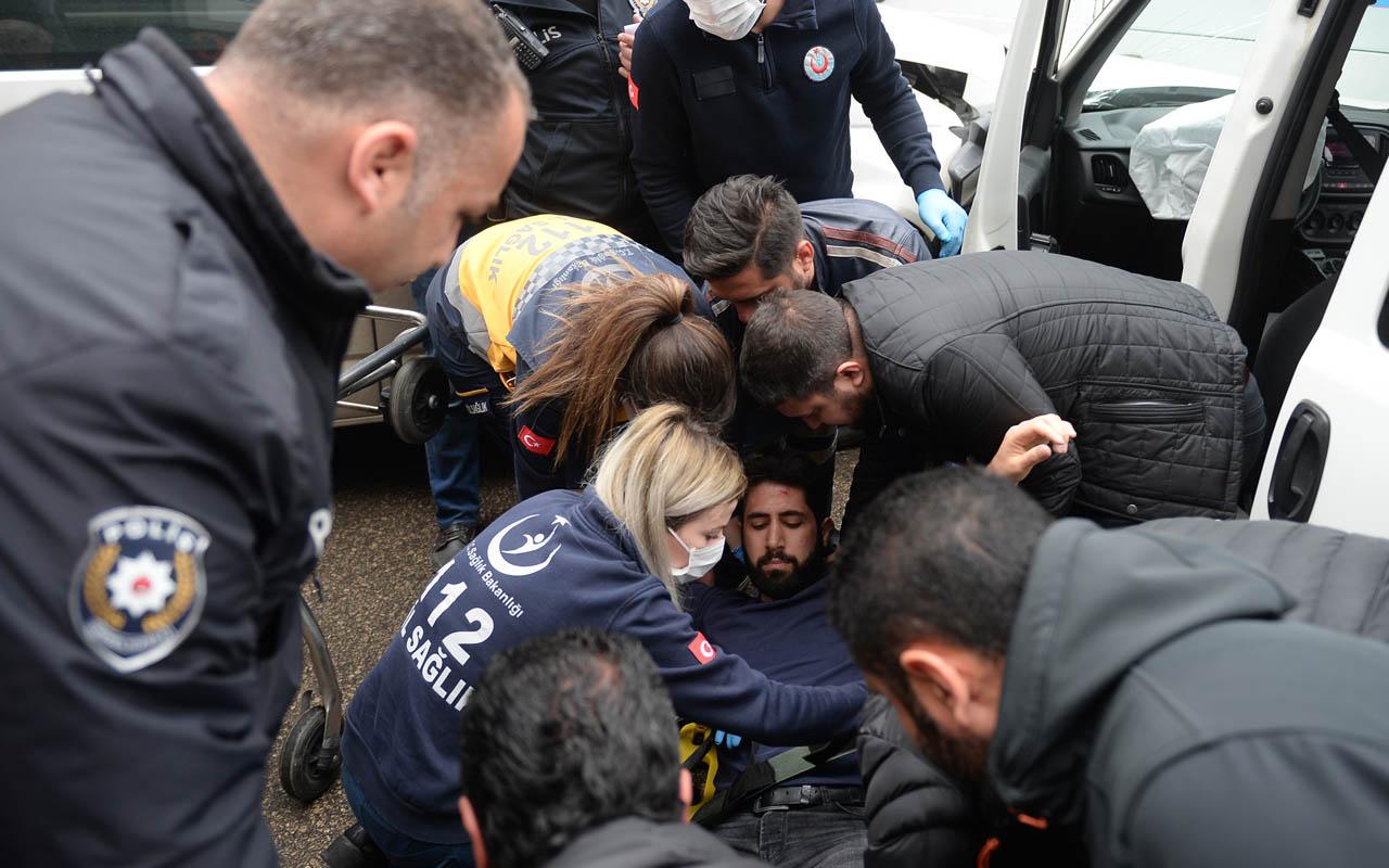 Adana'da yarışırken sert kayaya çarptılar ikisi polis üç yaralı