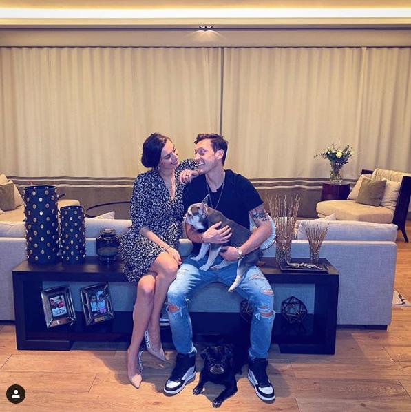 Mesut Özil'den anne olan Amine Gülşe'ye 82 milyon TL'lik hediye!