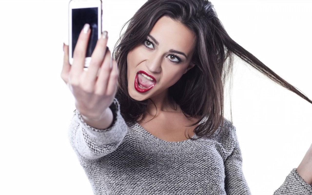 Narsizm ne demek sosyal medya narsistliğe mi itiyor?