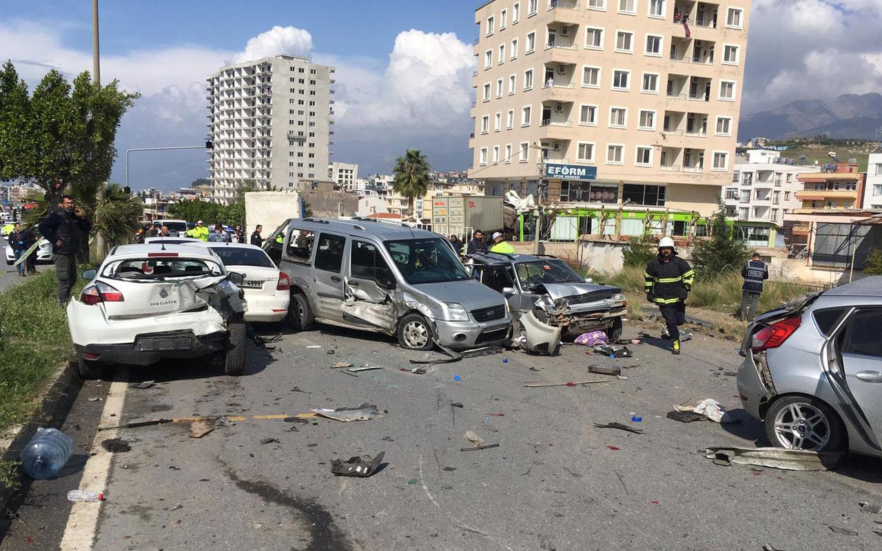 Hatay'da freni boşalan tır araçlara çarptı: 5 ölü