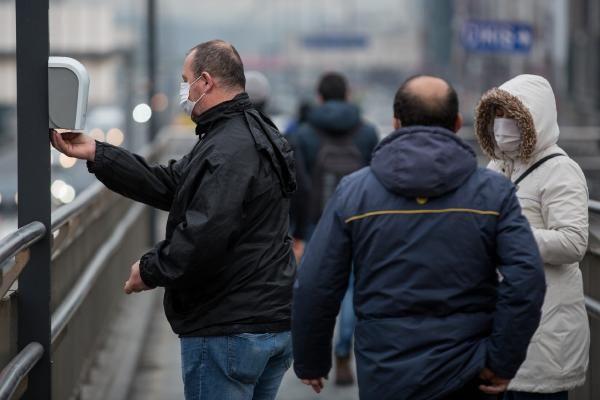 İstanbul'da toplu taşımada maskeli dönem başladı