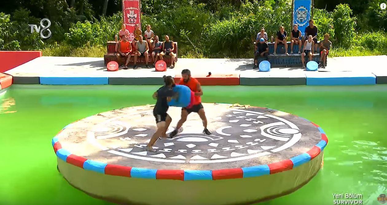 TV8 Survivor2020'de dokunulmazlık oyununda kıran kırana mücadele yaşandı