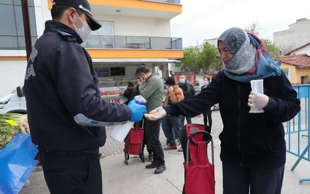 Akhisar Belediyesi 5 bin maske dağıttı