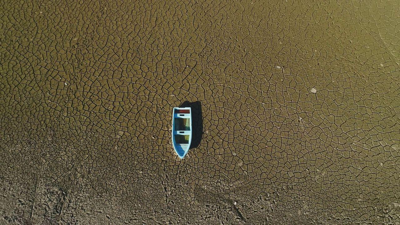 Bursa'da kış ortasında çöle dönen Gölbaşı gölünden iyi haber