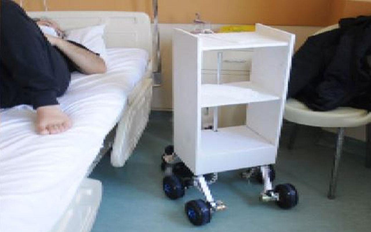 İstanbul'da Covid-19 hastalarına ilaç ve yemeği robot servis etmeye başladı