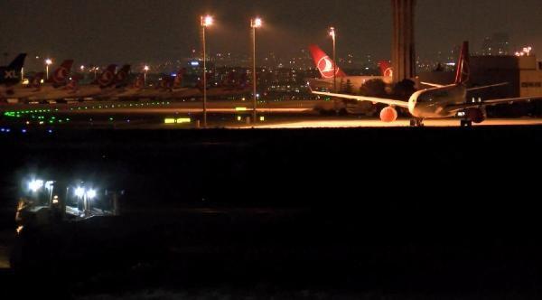 İstanbul'daki korona salgını hastanelerindeki çalışmalar gece de devam etti