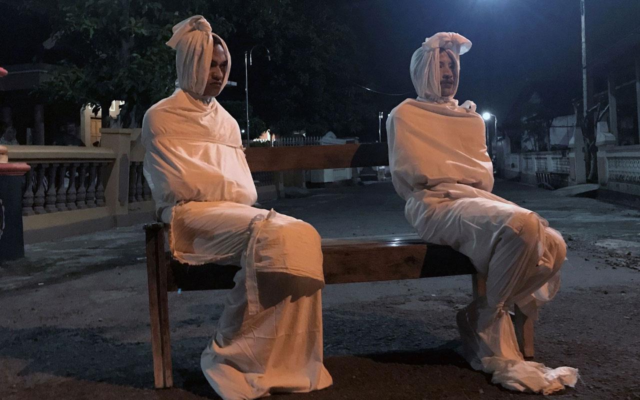Endonezya'da koronavirüs nedeniyle halkı evde tutmak için 'hayaletler' devrede
