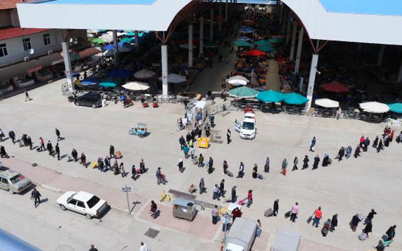 Burdur'da pazar önünde 1 kilometre kuyruk! İşte olması gereken görüntü bu
