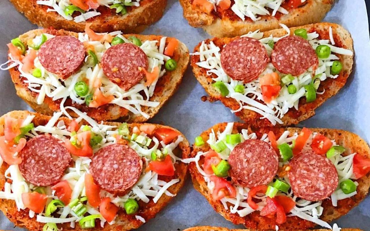 Kahvaltılık pratik pizza 10 dakikada hazır!