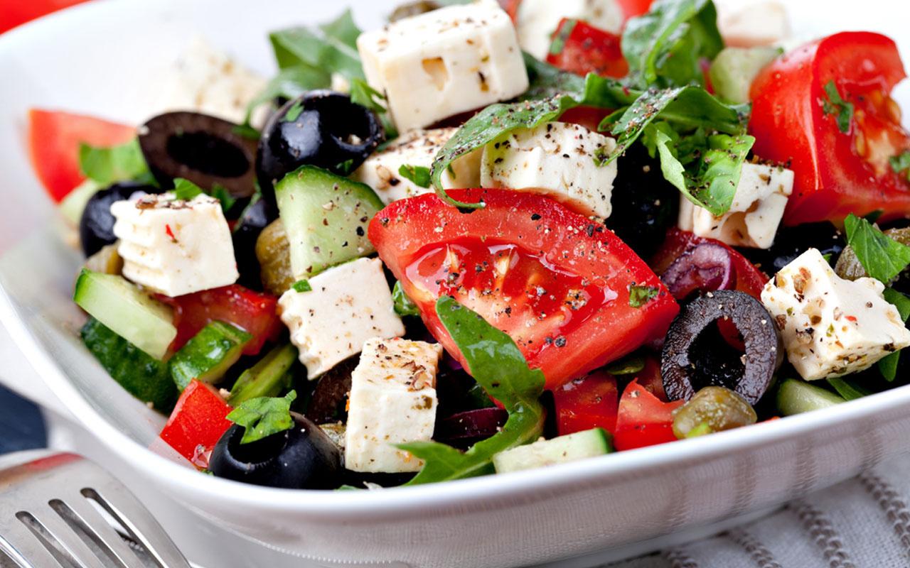 Kahvaltılık peynir salatası nasıl yapılır?