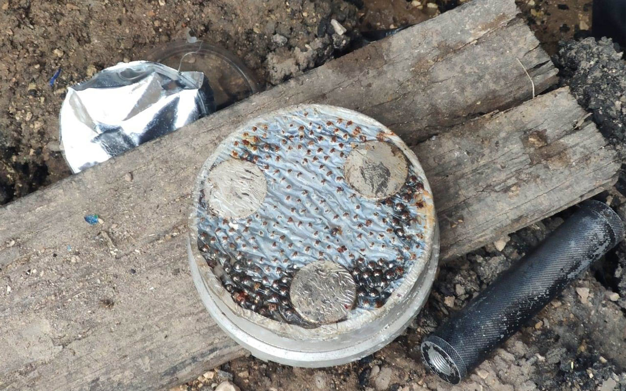 Mardin'de teröristler bisküvi kutusuna bomba yerleştirmiş