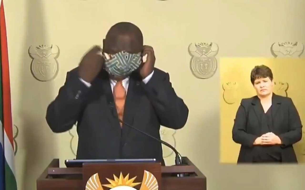 Güney Afrika Devlet Başkanı Cyril Ramaphosa'nın maske ile imtihanı kamerada